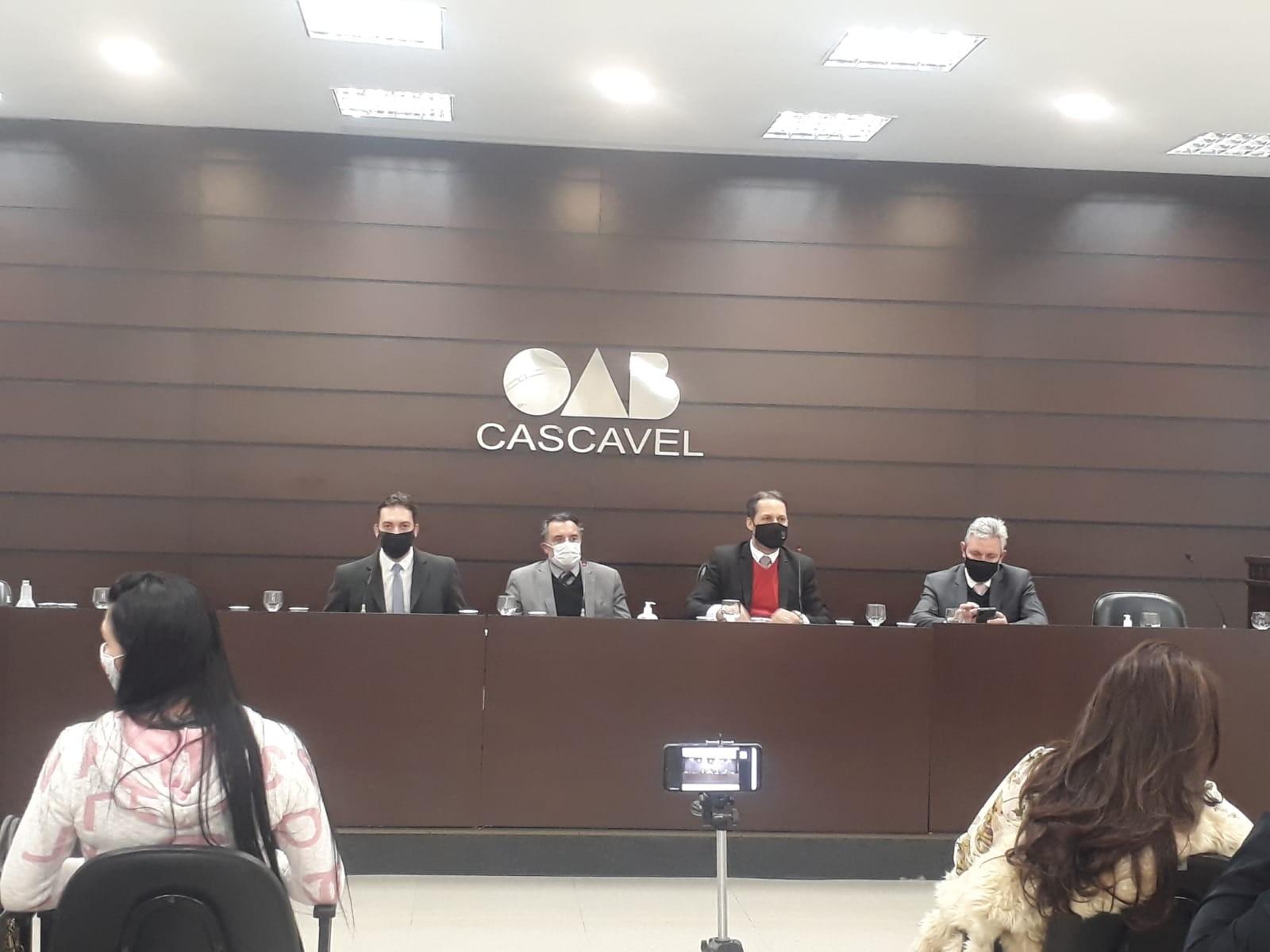 Presidente do TJ-PR é homenageado pela OAB de Cascavel