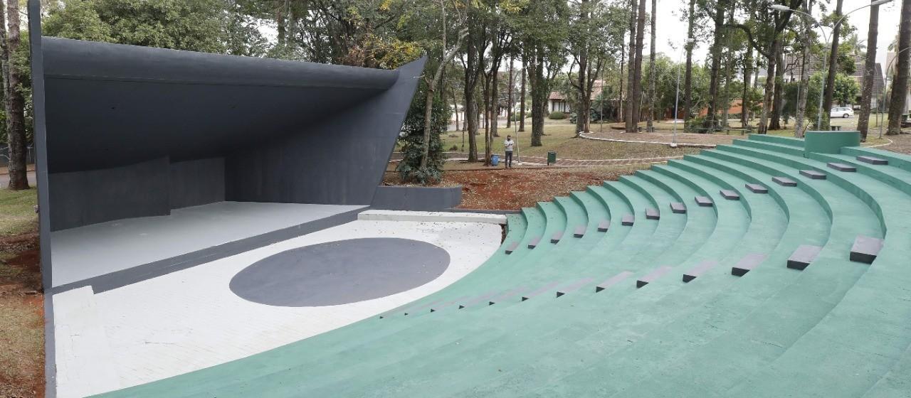 Praça Praça Parigot de Souza é revitalizada