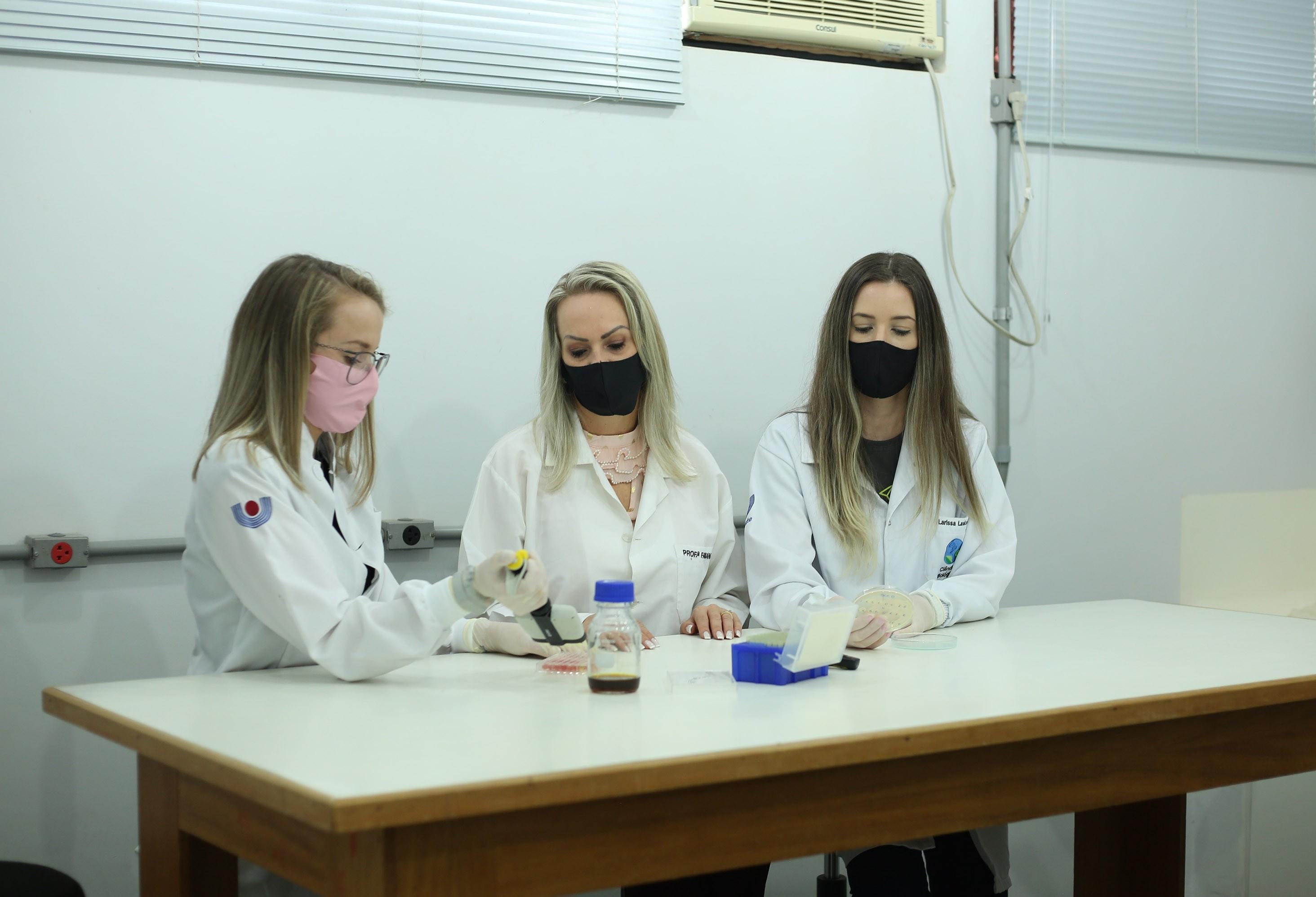 Pesquisa da Unioeste busca bioativos naturais contra bactérias, fungos e vírus