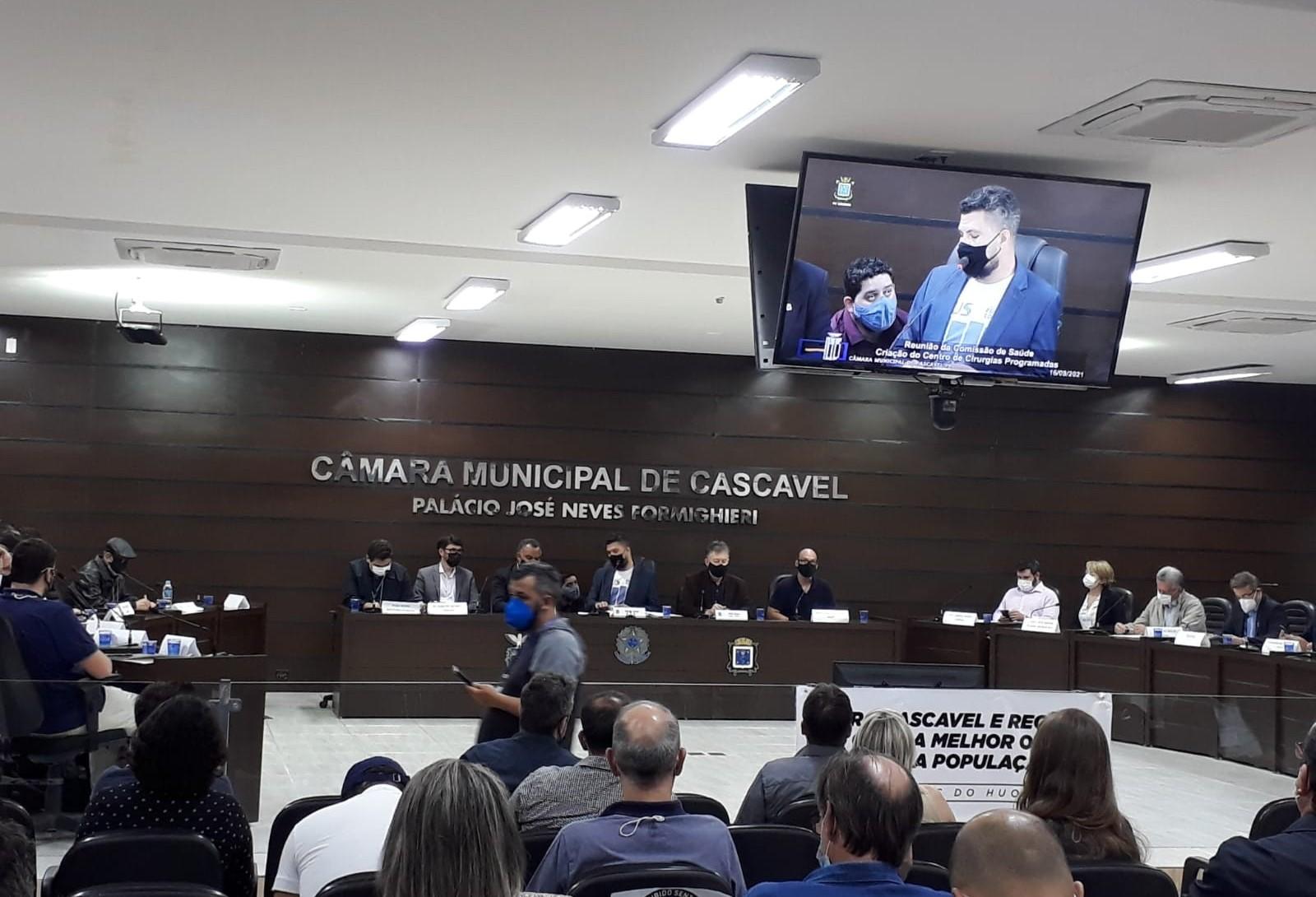 Reunião pública sobre fila de cirurgias eletivas é realizada na Câmara de Vereadores