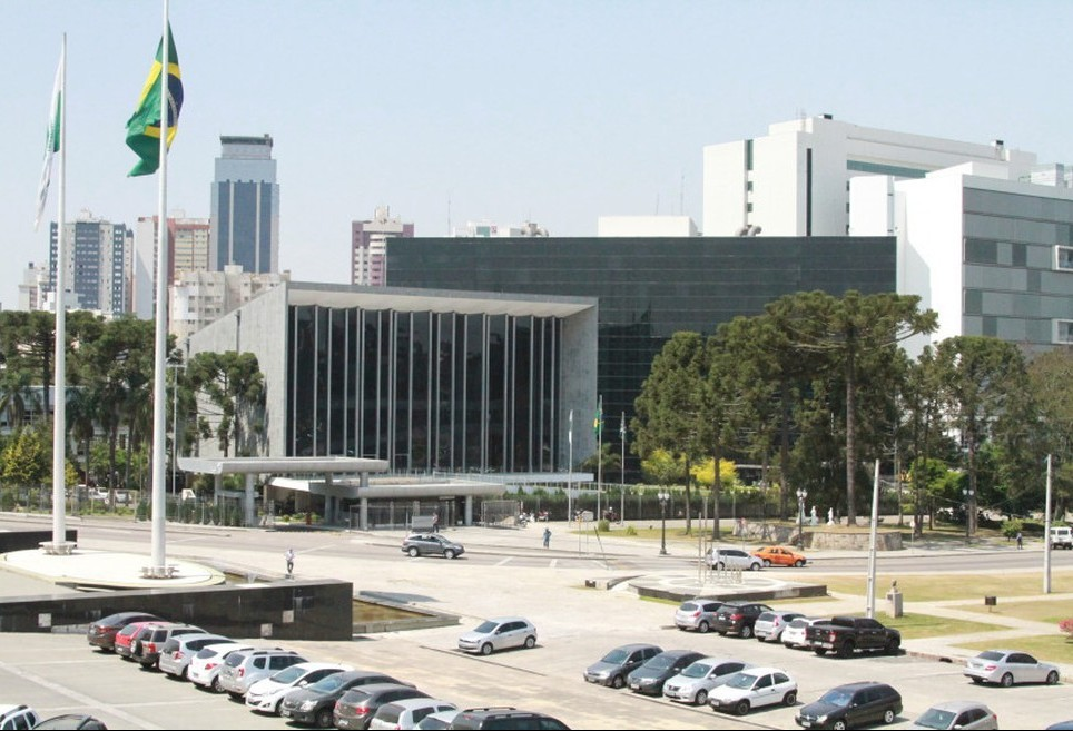Rejeição de todas as emendas do projeto que delega rodovias estaduais revolta deputados