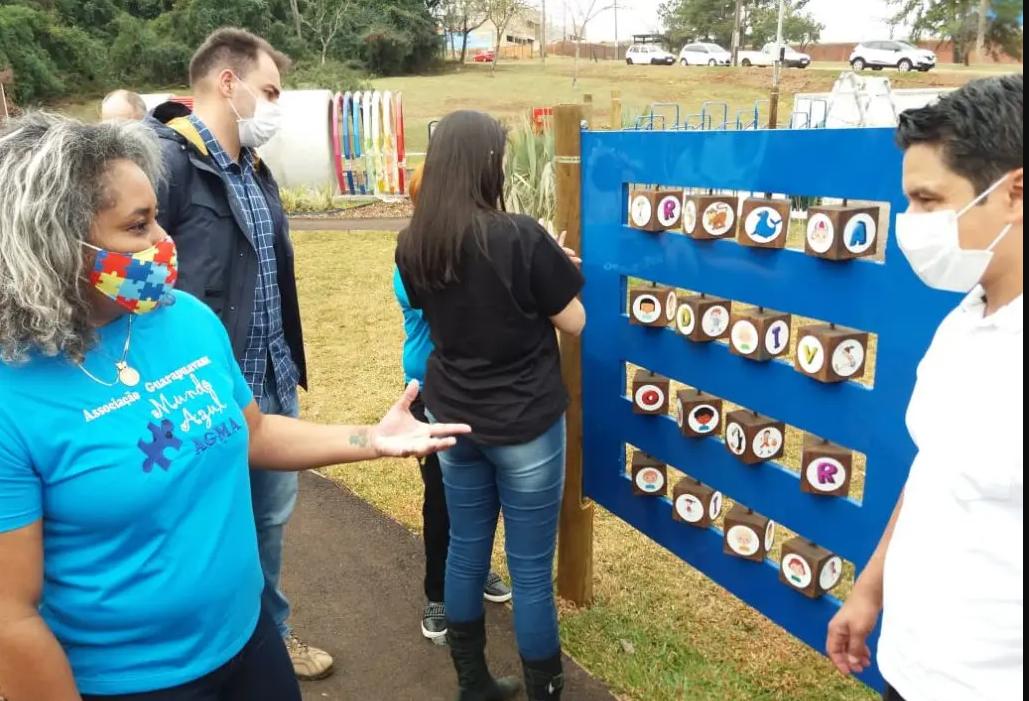 Praça Espaço Inclusivo recebe a visita da Associação Mundo Azul de Guarapuava